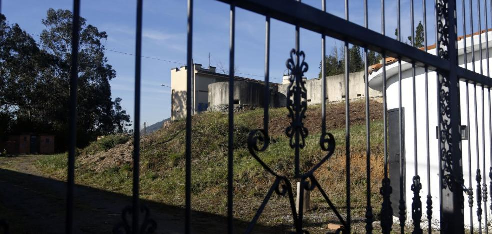 Roban equipos de trabajo, ropa y maquinaria en el interior del monasterio de El Cuetu