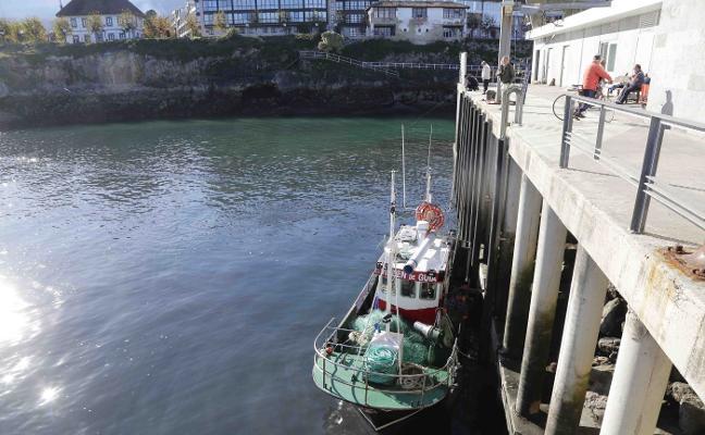 El Principado acometerá un dragado integral en el puerto de Llanes