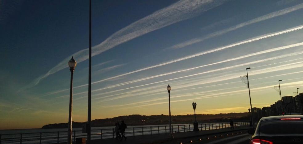 Entre 300 y 500 aviones sobrevuelan Asturias cada día