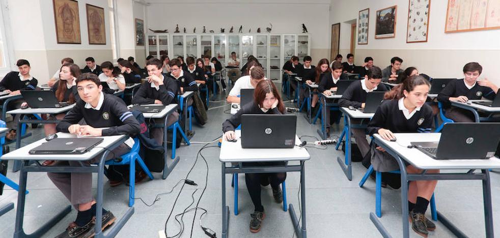 Las alumnas asturianas trabajan mejor en equipo que los chicos, según el informe PISA