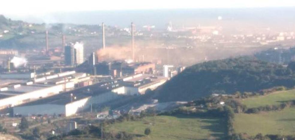 Arcelor atribuye a una avería la nube rojiza de esta mañana en Gijón