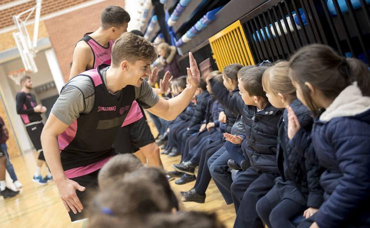 Alumnos del colegio Amor de Dios visitan al Oviedo Baloncesto