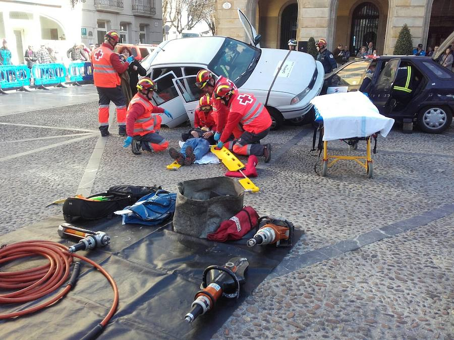Simulacro de accidente con víctimas en la Plaza Mayor de Gijón