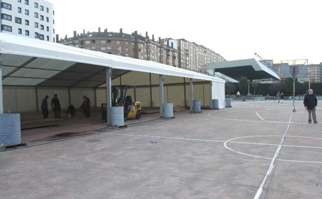 La pista de hielo se instala en la Exposición
