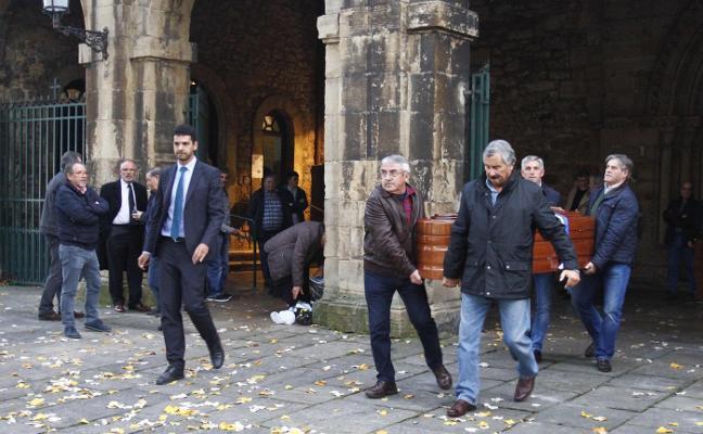 Avilés despide a Ángel Gutiérrez, impulsor de los bares culturales