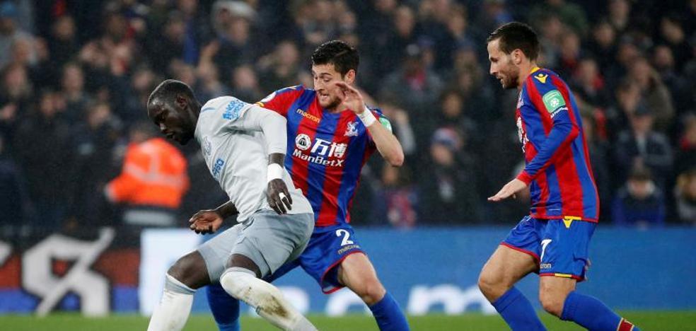 Primer jugador en la historia de la Premier sancionado por simular un penalti
