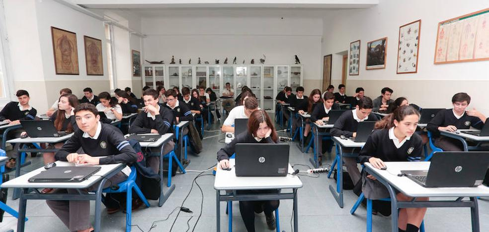 Las alumnas asturianas trabajan mejor en equipo que los chicos, según el último informe PISA