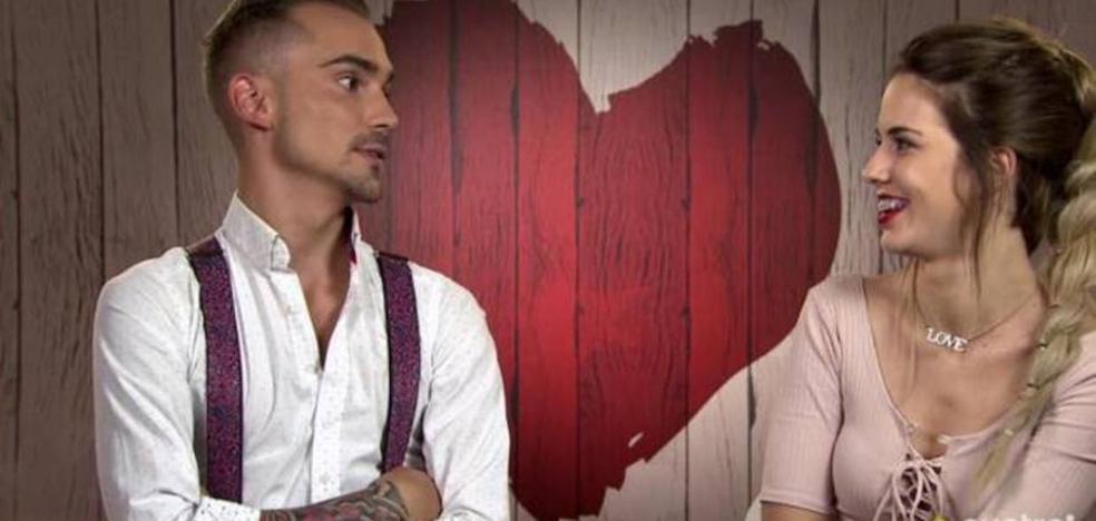 Crueldad en 'First Dates' por el origen de un concursante