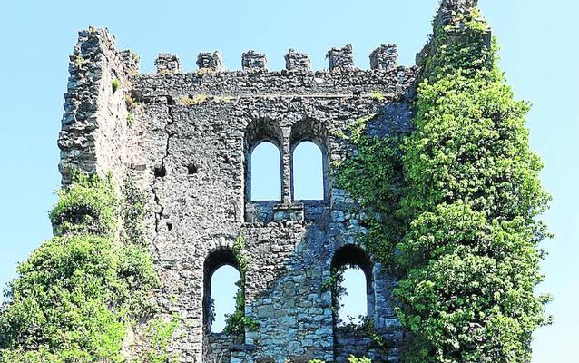 Cultura y el Ayuntamiento de Aller inician el trámite para salvar la Torre de Soto
