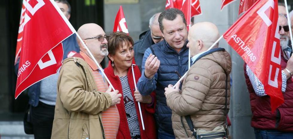Un centenar de personas pide en Oviedo «recuperar lo arrebatado en servicios públicos»
