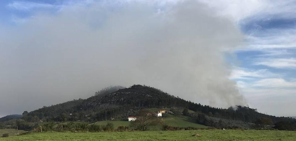 Sigue activo el incendio de Corvera