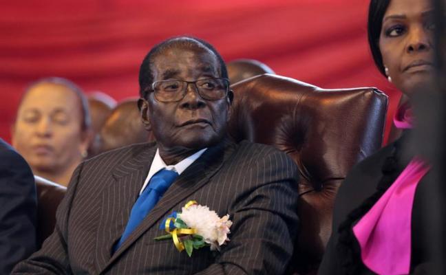 Mugabe recibió garantías de que no será juzgado antes de dimitir y desea morir en Zimbabue
