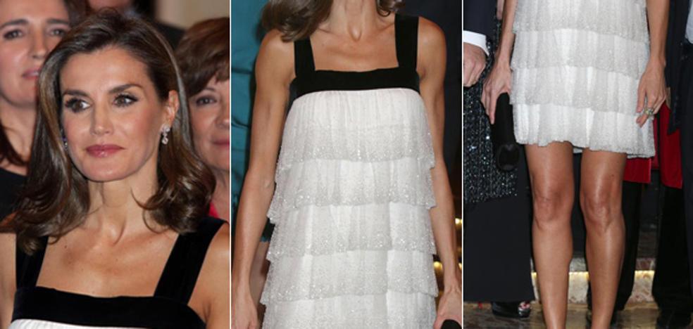 El llamativo 'look' años 20 de la Reina Letizia en Madrid