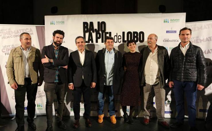 Gijón abarrota La Laboral en el estreno de 'Bajo la piel de lobo'