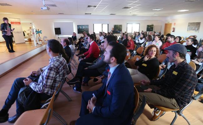 Un centenar de personas acuden al 'Encuentro en el Punto C'