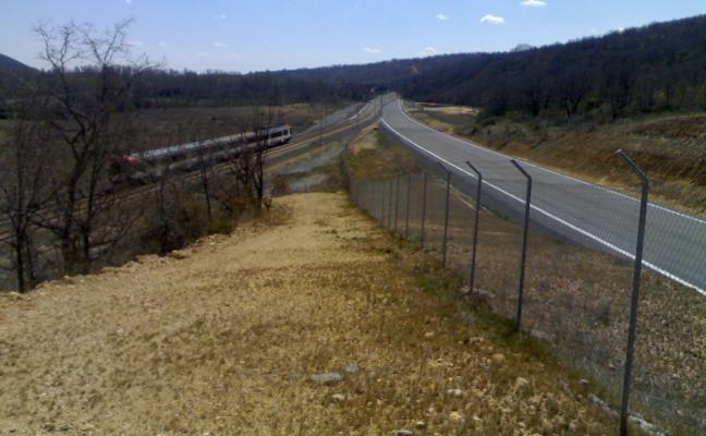 El tramo de ferrocarril León-La Robla se integra en la red de alta velocidad