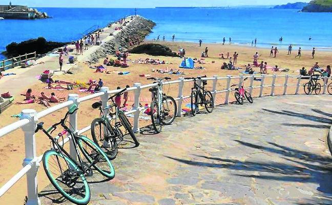 La Asociación Vecinal de Candás apoya el carril-bici en el paseo marítimo