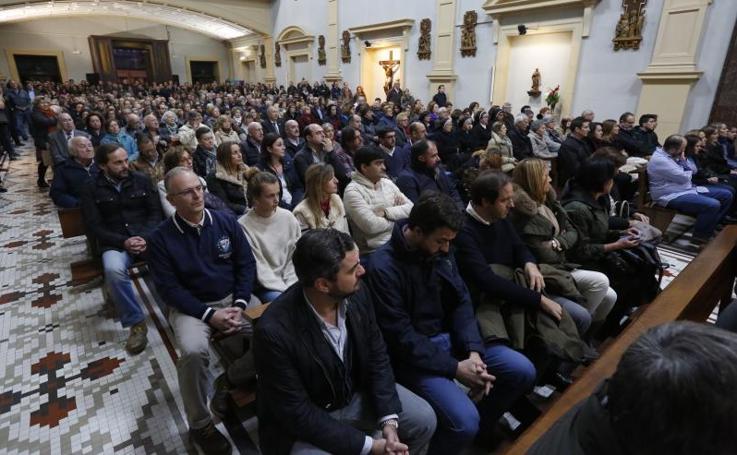 Multitudinario adiós al jesuita Ángel Cuesta
