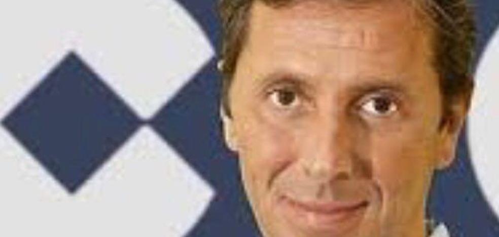 El Pleno de Tineo nombra Hijo Adoptivo al periodista deportivo Paco González