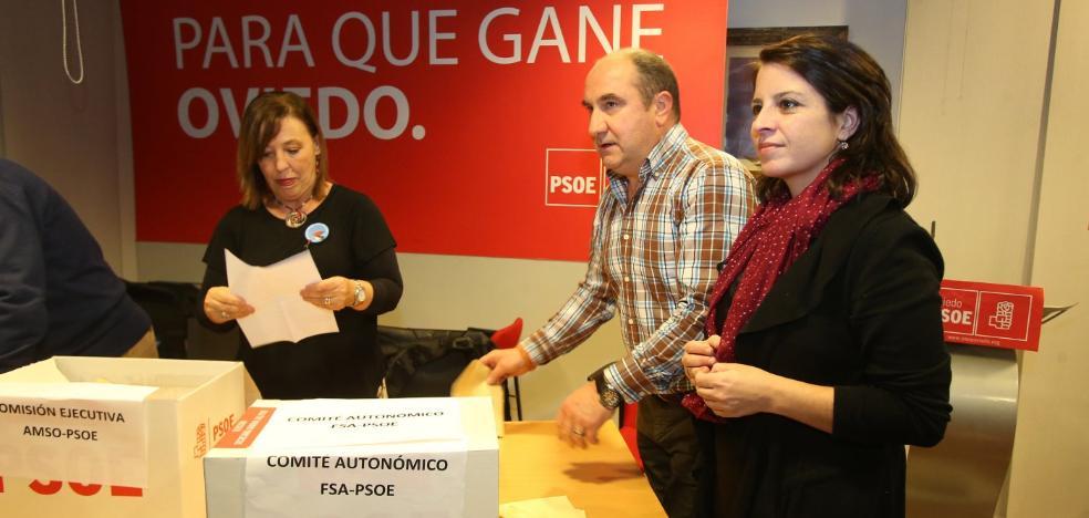 Adriana Lastra ve a Fernando Lastra al frente de «un sector crítico cada vez más minoritario»