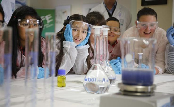 Bayer acerca a 300 niños a la ciencia en su 75 cumpleaños