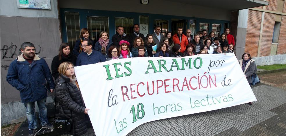 Concentración en El Aramo a favor de las 18 horas lectivas