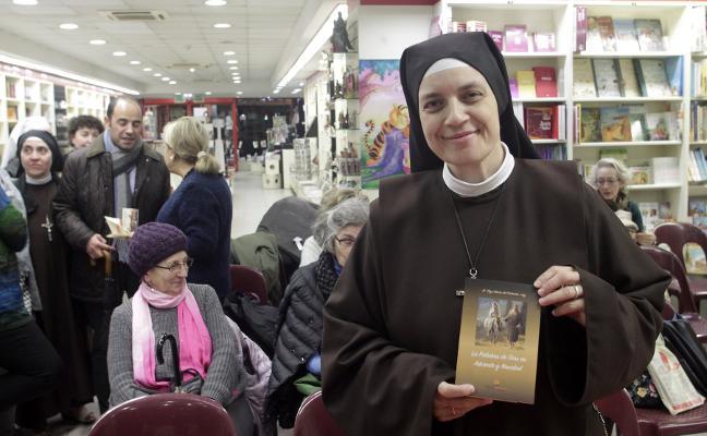 La priora de Valdediós presenta tres libros