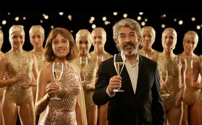 'El arte de brindar', el anuncio de Freixenet protagonizado por Ricardo Darín y Michelle Jenner