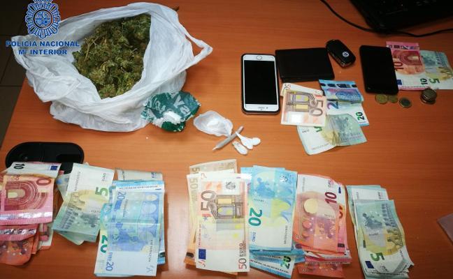 Detienen a tres vendedores de droga en Ciudad Naranco