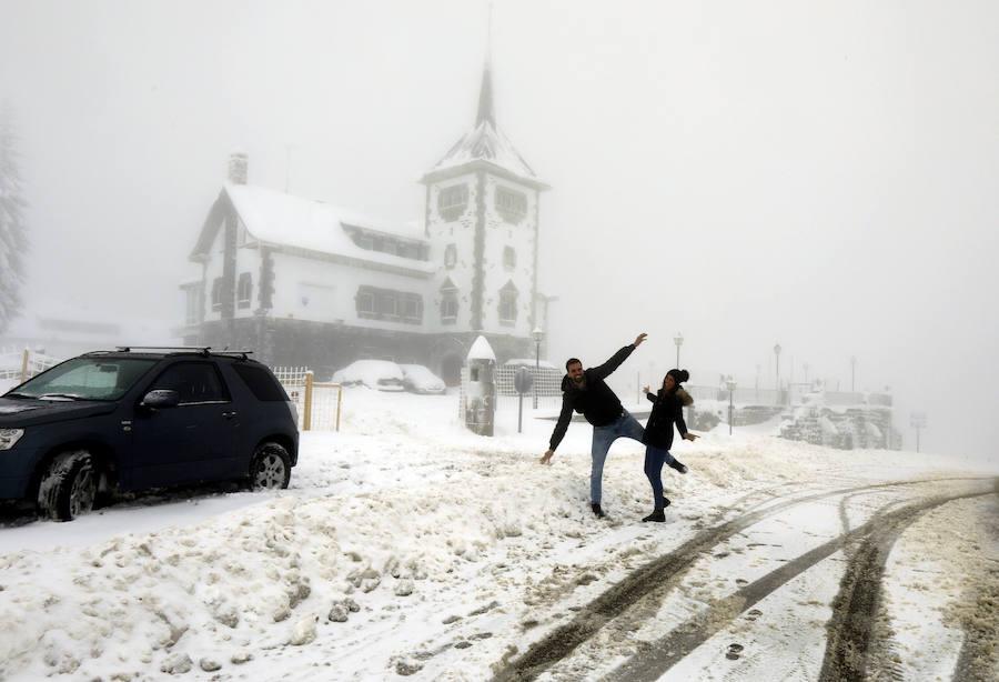 La nieve cubre de blanco Asturias