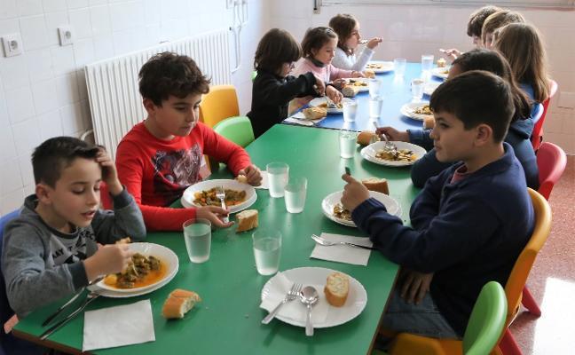Veinte alumnos estrenan el comedor del colegio Xentiquina