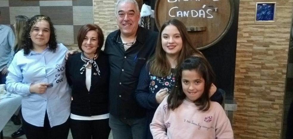 La Banda de Gaites Candás impone sus insignias en la cena anual
