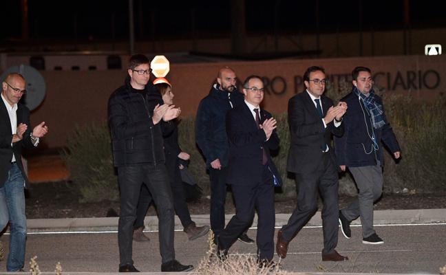 El juez del Supremo deja en prisión a Junqueras por ser cabecilla de la «rebelión» en Cataluña