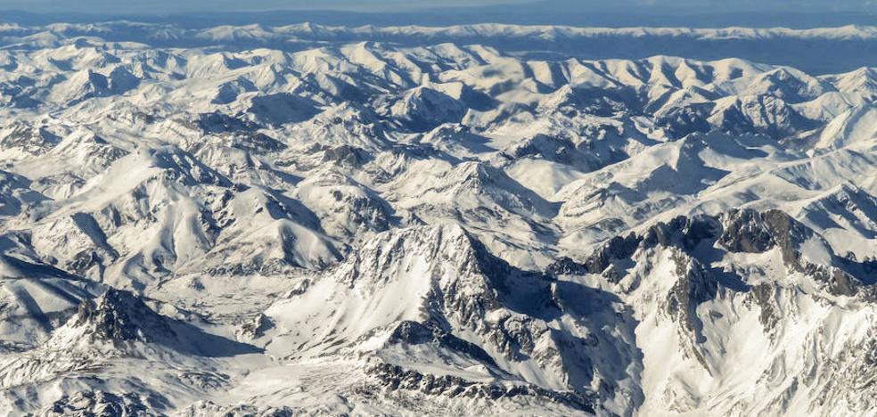 La espectacular imagen de la Cordillera Cantábrica desde el aire