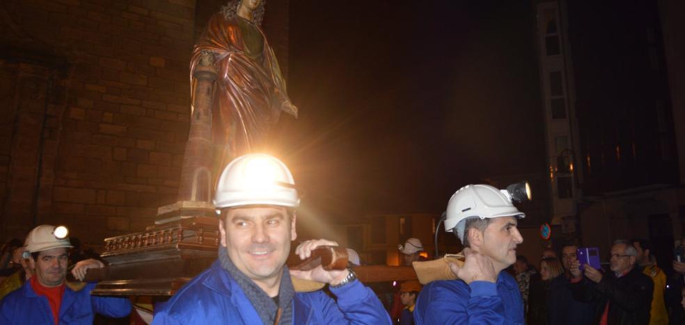 La crisis minera no merma la devoción en Cangas y Tineo