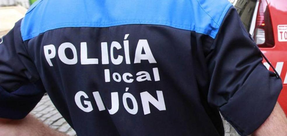 Detenida una pareja por agredir a su casero en una calle de La Arena para robarle