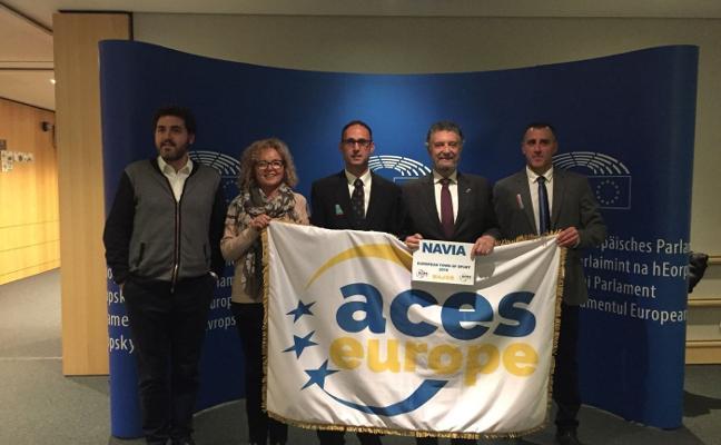 Navia recibe en Bruselas la distinción de 'Villa Europea del Deporte'
