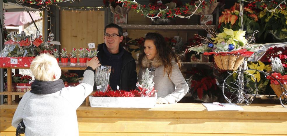 Comerciantes y vecinos critican la falta de luces de Navidad en Langreo