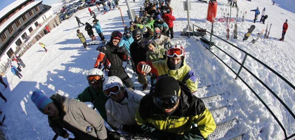La afición al esquí llena el sector turístico