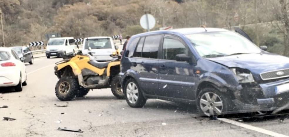 Dos heridos leves en una colisión entre un quad y un coche en Las Rozas