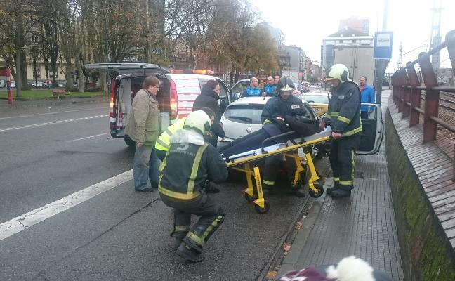 Dos mujeres heridas tras sendas colisiones en El Muelle y Los Canapés