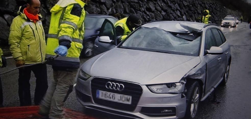Fallece al caer una piedra sobre su coche en la carretera de San Isidro