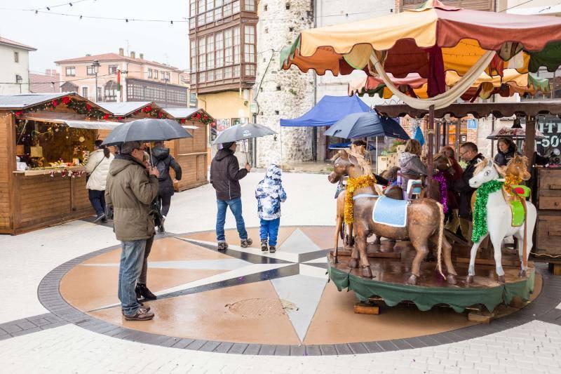Turistas por Asturias bajo la lluvia