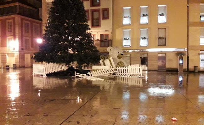Vandalismo en el árbol de Navidad del Ayuntamiento