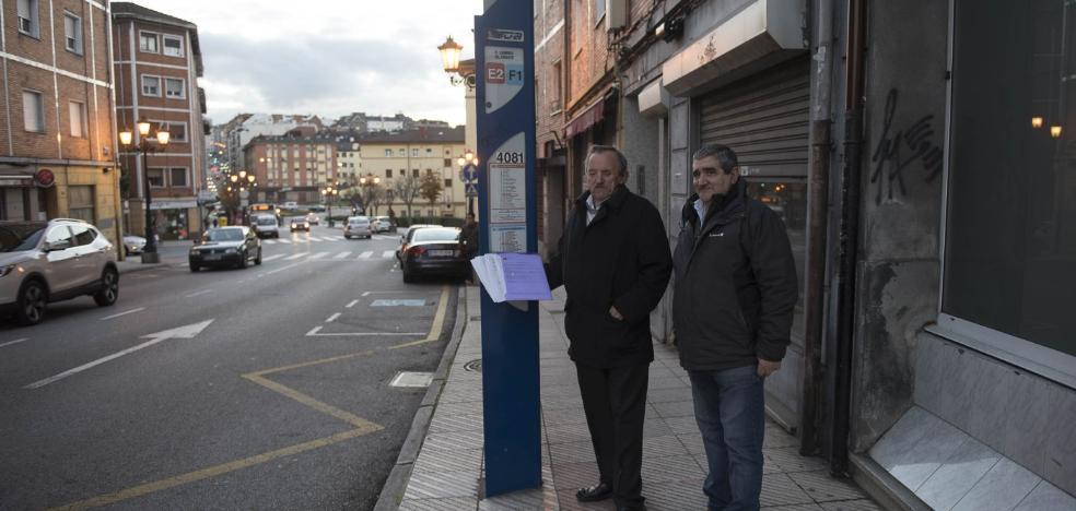 Vecinos de Vallobín recogen 800 firmas para mantener tres paradas de autobús