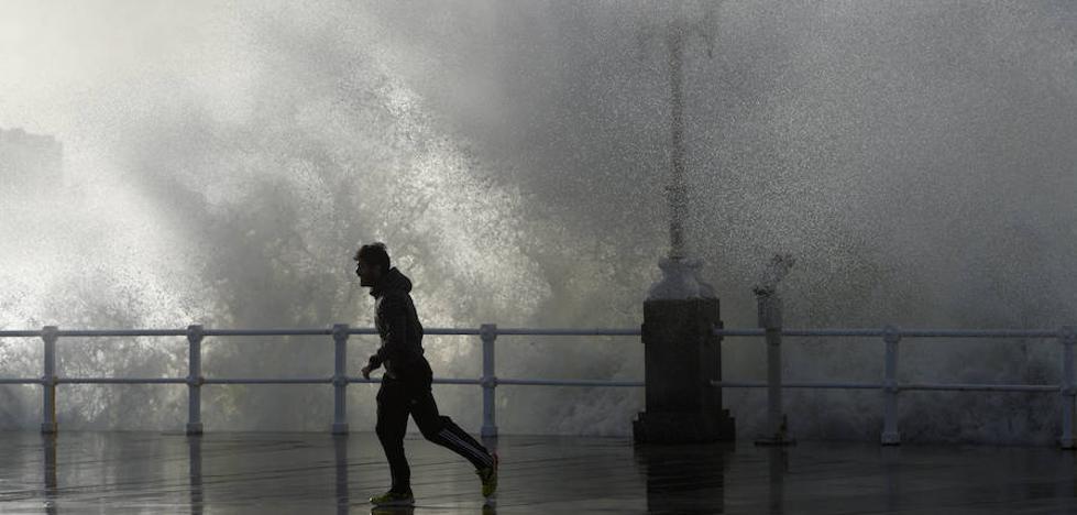 Emergencias aconseja evitar zonas costeras y extremar la precaución en las carreteras ante la llegada de 'Ana'