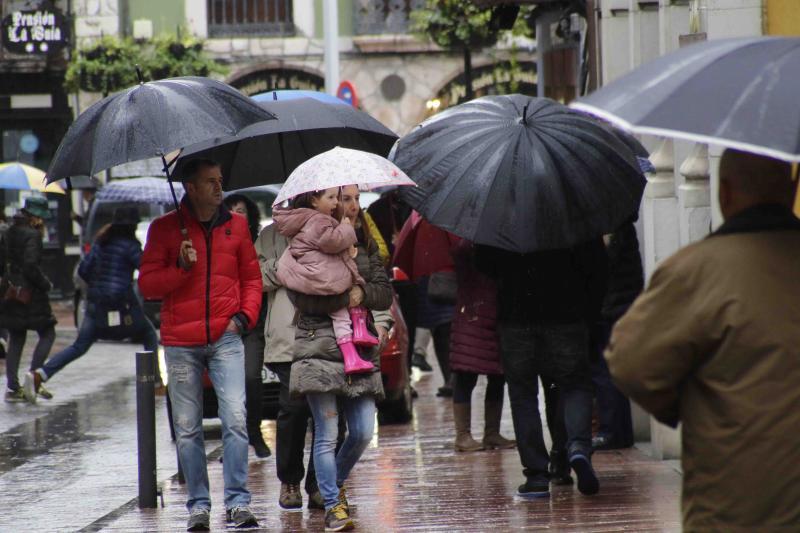 Los paraguas, imprescindibles antes de la llegada de 'Ana'