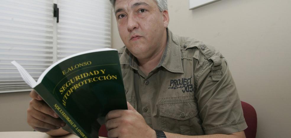Experto tirador, escritor y policía