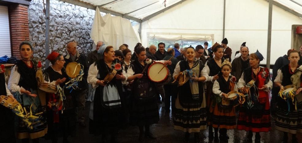 Castañas y baile para honrar a Santa Eulalia en Quintana