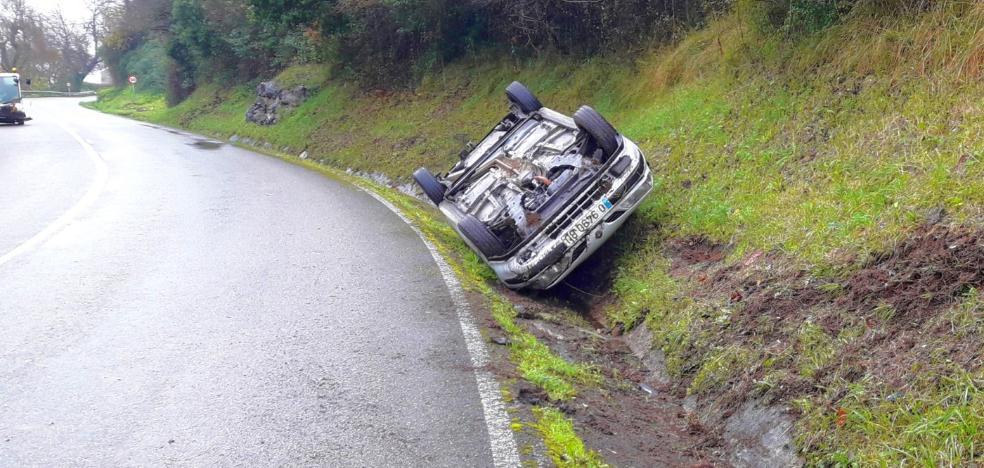 Un conductor sale ileso en un accidente de tráfico en Antromero